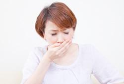 吐き気に悩む女性のイメージ